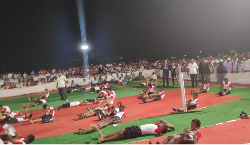 MOST STUDENTS PERFORMED STOMACH SIT-UPS IN GROUP
