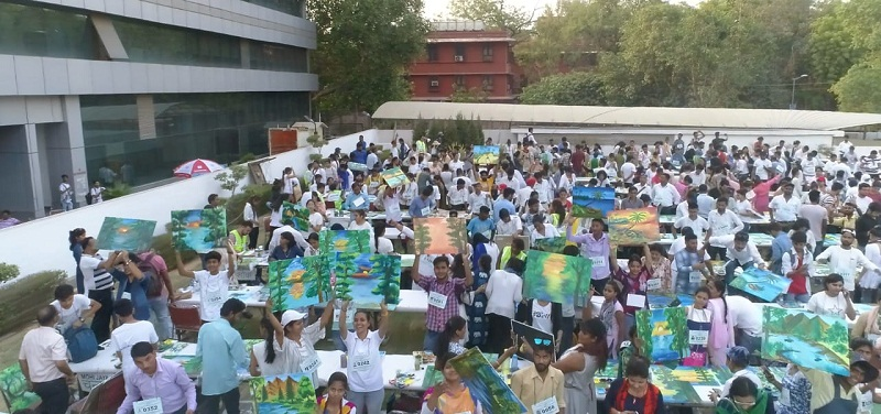 MOST NUMBER OF  PAINTINGS ON ENVIRONMENT BY A GROUP